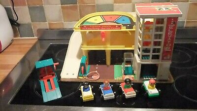 Vintage Fisher Price Garage, Complete And In Excellent Condition • 85£