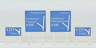 Triang Minic Motorway Road Signs Really Excellent But See Description • 10£