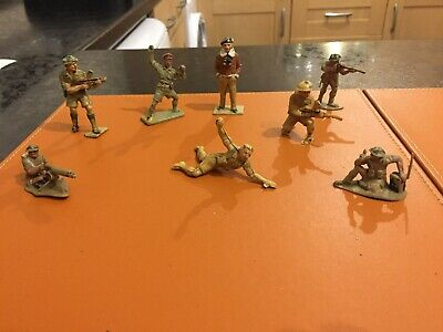 Small Selection Of Vintage 8th Army Plastic Soldiers • 2.99£