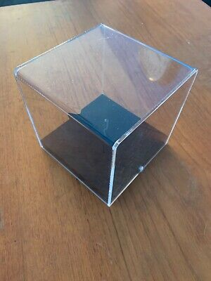 Clear Acrylic Display Boxes • 10£