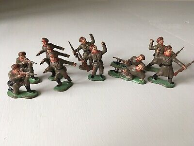 Vintage Crescent Russian WW2 Painted Plastic Toy Soldiers (x11). • 7.50£