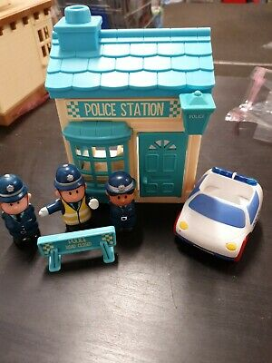 Happyland Police Station Inc Police Car With Sounds & 3 Police Figures  • 12£