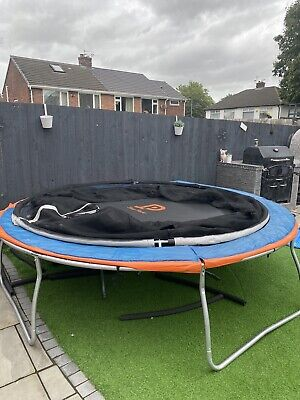 10ft Trampoline With Enclosure • 100£
