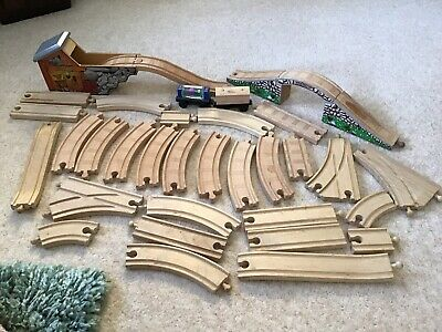 THOMAS THE TANK ENGINE WOODEN TRAIN TRACK SET 35 Pieces • 15£