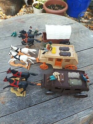 Job Lot Of Plastic 'toy' Cowboy Stagecoaches And Prairie Wagon & Figures. • 3.39£