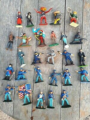 A Job Lot Of Vintage Plastic  Cowboys And Indians • 17£