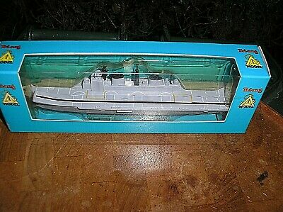 NEW UNOPENED  Triang - Waterline Ships  P 700 - INVINCIBLE CLASS CARRIER  • 15£