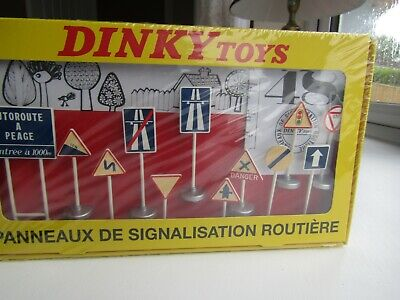 12 Dinky Roadsigns In Unopened Box ( French ) • 9.99£