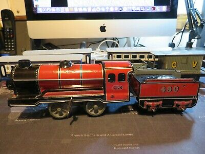 Tin Plate Wind Up Railway Engine +carriages & Trucks • 15£