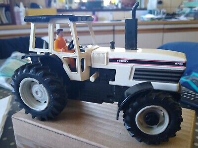 Britains Tractor Ford 8730 • 28£