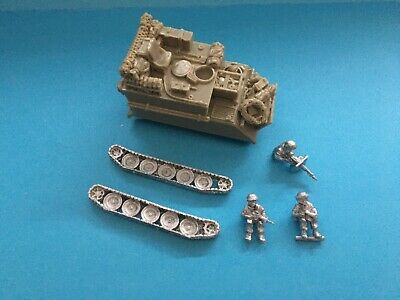 Wargaming. Unpainted Vehicle With Figures.  • 0.99£