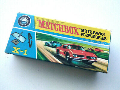 MATCHBOX MOTORWAY ACCESSORIES X-1 BOX ORIGINAL With Some Accessoties Included • 8£