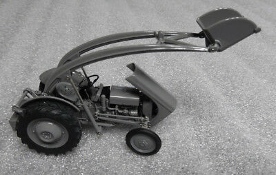 Universal Hobbies Tractor Ferguson TEA 20 With Front Loader 1/32nd Scale Model • 41.95£