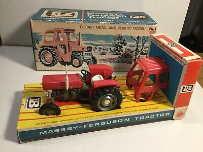 Britains Farm 9529 Massey Ferguson 135 Tractor In Its Original Box • 129£