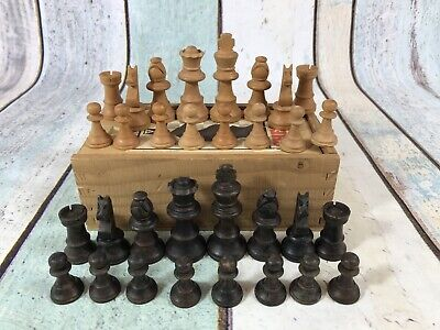 Vintage H.P Gibson & Sons Ltd Chess Pieces Set In Wooden Box. • 18.99£