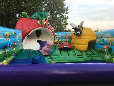 Bouncy Castle - Airquee Bugs Den Play Area • 2,000£