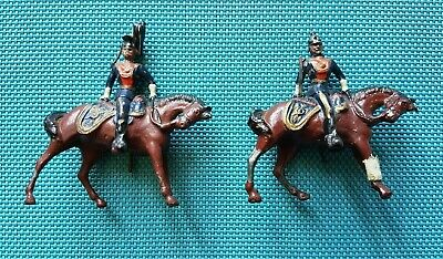 2 Mounted Officers Turned In The Saddle   White Metal • 25£