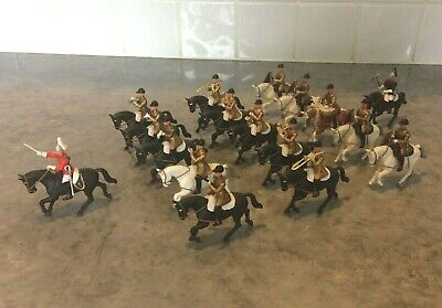 Rare Britains Herald 1/32 Scale Eyes Right 17 Piece Band Of The Household Cav  • 95£
