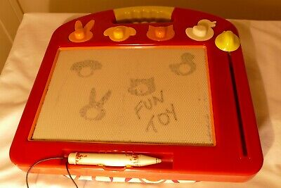 Etch A Sketch Classic Red, Four Animal Stamps, Hours Of Fun! • 0.99£