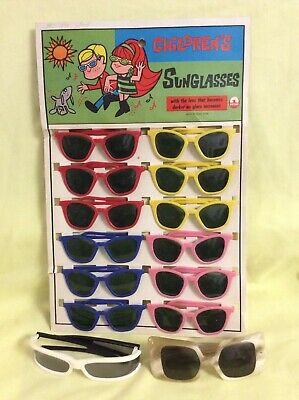 A Completely Unused SHOWCARD Of Vintage1960's Children's SUNGLASSES, Plus Others • 10£