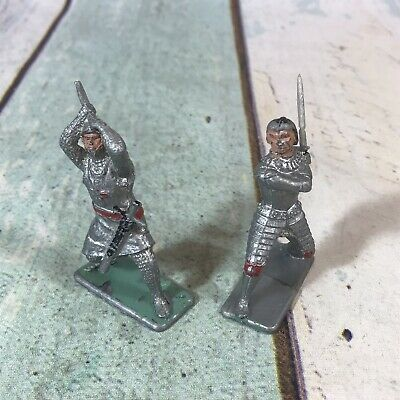 2 X CRESCENT TOYS # M 4. MEDIEVAL KNIGHT 1960's PLASTIC SOLDIER. 1/32 SCALE • 4.99£