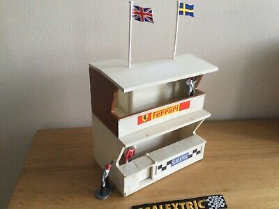 """Scalextric Vintage  Ferari"""" Owners Stand, Pitstop & Pit Crew - K702 • 19.95£"""