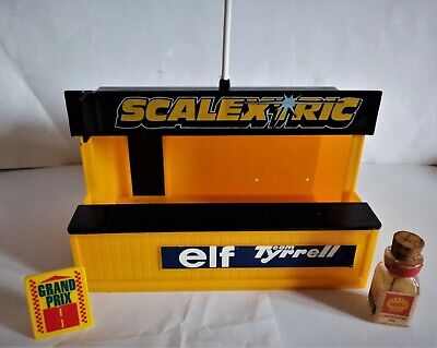 Scalextric Vintage Elf Tyrell Pit In Good Condition • 3.99£