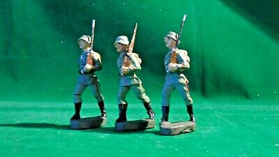 Elastolin German Soldiers With Backpacks Marching & An Officer - 7.5cms Figure • 15£