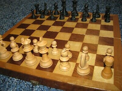 Wooden Chess Set And Board / Box • 10£