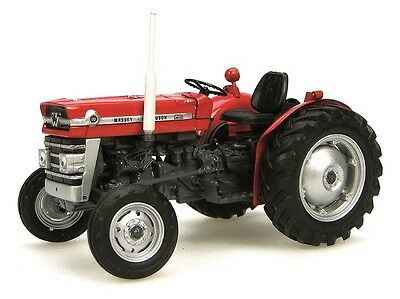 Universal Hobbies Tractor Massey Ferguson 135 Red 1/32nd Scale Collector Model • 37.95£