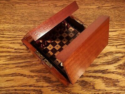SUPERB LATE VICTORIAN MAHOGANY CASED COMPLETE TRAVEL CHESS SET C.1899 • 140£