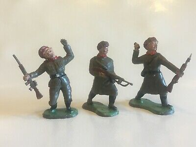 3 Vintage Crescent Toys Russian/Soviet Infantry Soldiers - R3 R5 R6 • 10£