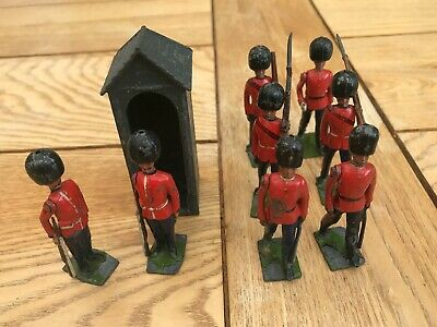 Vintage Britains Guardsmen 8 Figures With Royal Sentry Box (made In England) • 4.90£