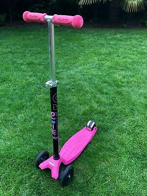 Used Maxi Micro Classic 3 Wheel Scooter, Bright Pink In Good Condition, Age 5-12 • 14.50£