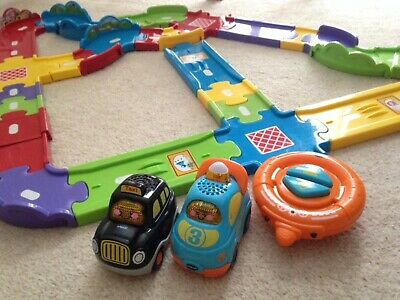 VTech Toot Toot Deluxe Track Set, 2 Cars And Remote Control • 13.99£