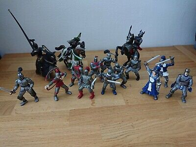 15 Knights And 3 Horse Action Figure Bundle • 9.99£