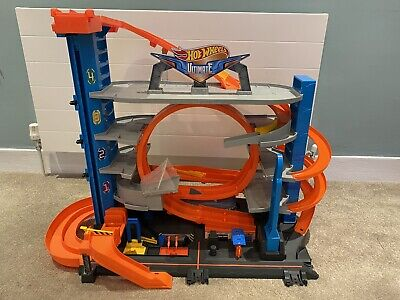Hot Wheels City Ultimate Garage With Shark Attack Toy Cars • 60£