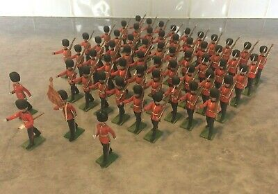 Sixty Britains Herald 1/32Scale Eyes Right Marching Soldiers Of The Scots Guards • 145£