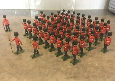 58 BritainsHerald 1/32Scale Eyes Right Marching Soldiers Of The ColdstreamGuards • 135£