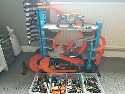 Hot Wheels Ultimate Garage And Cars • 100£