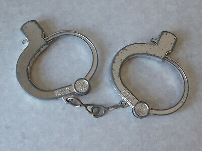 Vintage 1970's Lone Star Toy Metal Handcuffs  • 5.99£