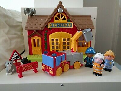Happyland Fire Station ELC Including Firetruck And Accessories • 7.50£