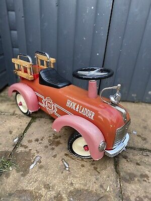 Childrens Vintage Ride On Fire Truck  • 20£
