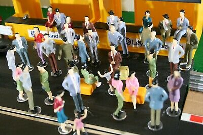 SCALEXTRIC Figures 12 No 1:32 Scale People Spectators Crowd  VGC  • 12.99£