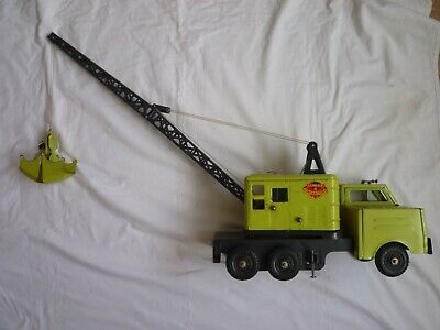 Large Vintage Tin Plate Mobile Crane With Grab Bucket • 15£