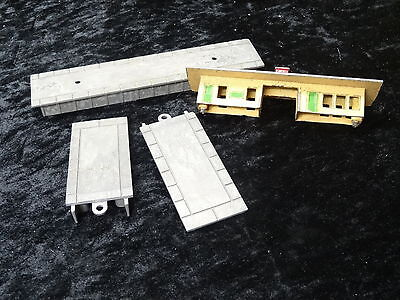 Toy - Lone Star - Locos - Station Building & Platform - 4 Items • 19.99£