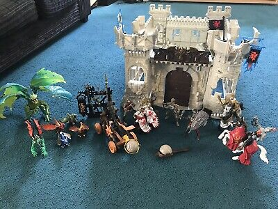 Knights Castle And Dragons • 25£