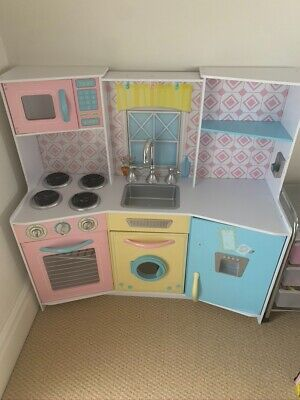 Children's Play Kitchen - Excellent - Collection ONLY In Winchester • 25£