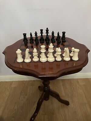 Stylish Solid MAHOGANYChess/Draughts/Coffee Table With 32 Vintage Plastic Pieces • 80£