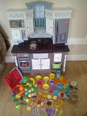 Step2 Childrens Play Kitchen With Working Sounds - Leeds Can Deliver • 75£